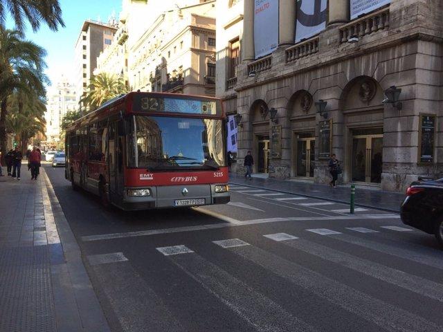 Autobús de la EMT en el centro de València