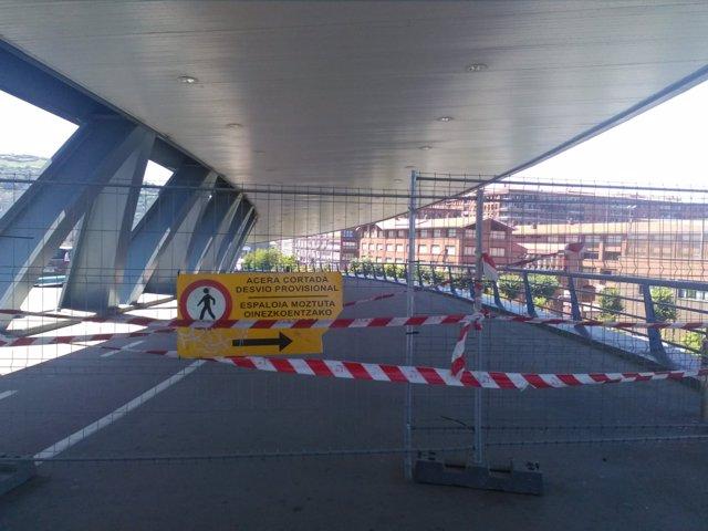 Imagen de archivo. Puente Euskalduna cortado
