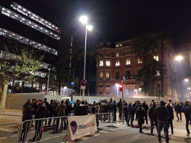 Concentración de mossos d'Esquadra ante Interior