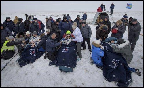 Los tripulantes de la Expedición 57