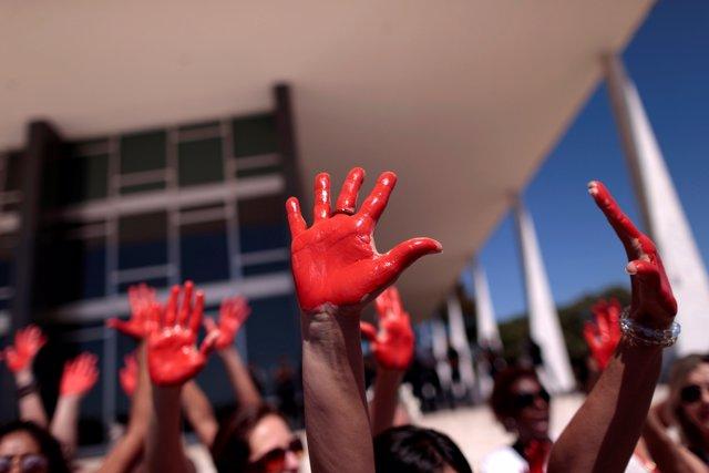 Manifestación en Brasil contra la violación sexual