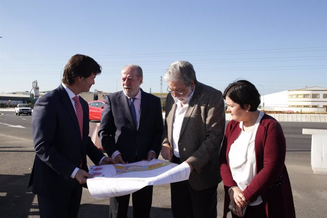 Villalobos y Toscano visitan la finalización de las obras de la SE-3206