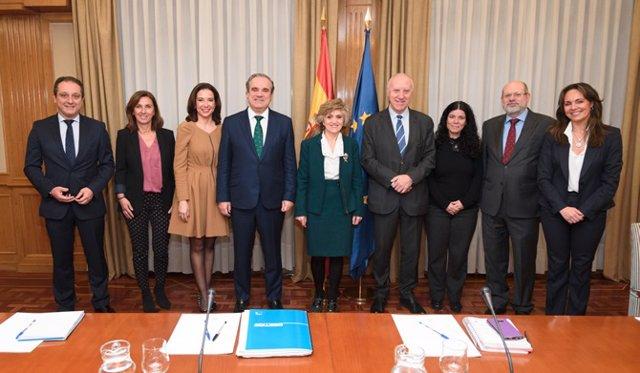 Reunión del CGCOF con la ministra de Sanidad, María Luisa Carcedo