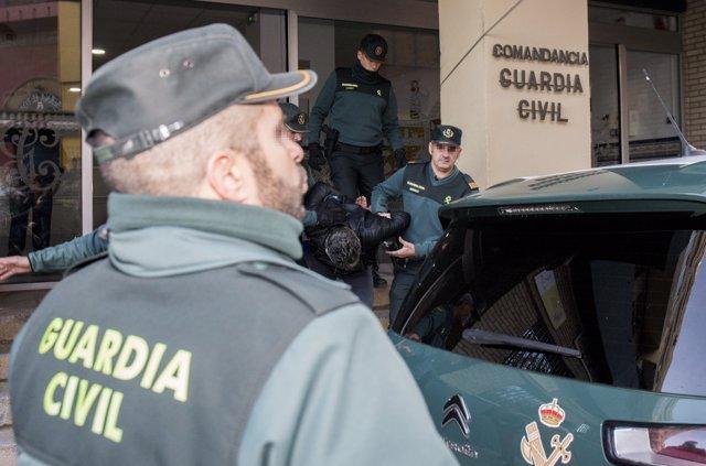 Trasladan a Bernardo Montoya a los juzgados de Valverde entre gritos de 'asesino'