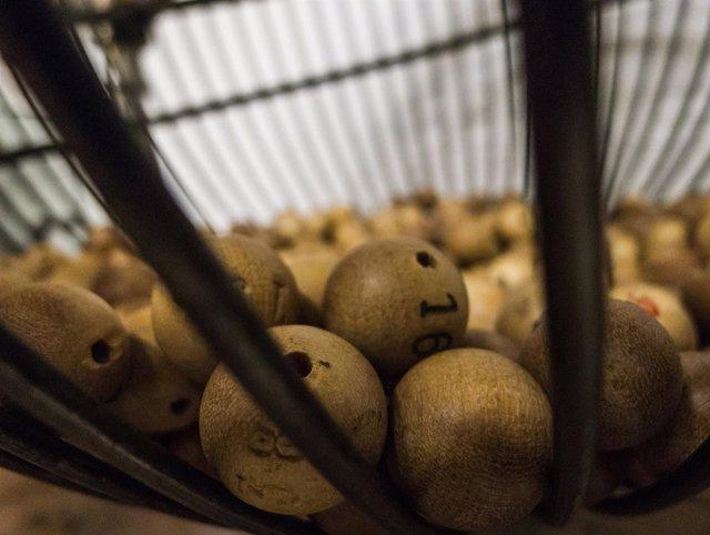 Lotería, bolas de lotería, bombo de lotería, lotería de Navidad