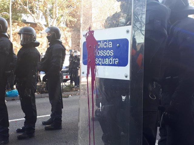 Incidentes en la Avenida Paralel-lel de Barcelona por la celebración del Consejo
