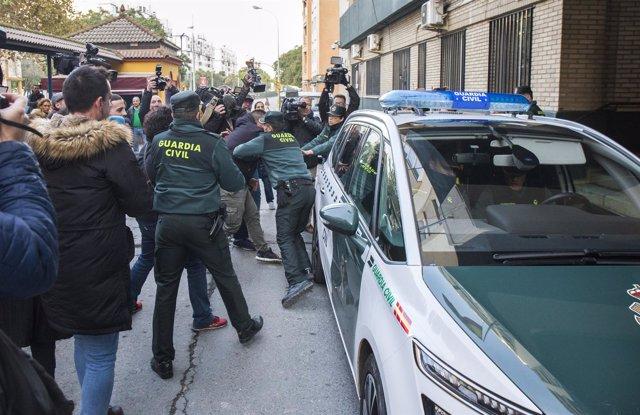 Trasladan a Bernardo Montoya a los juzgados de Valverde entre gritos de 'asesino