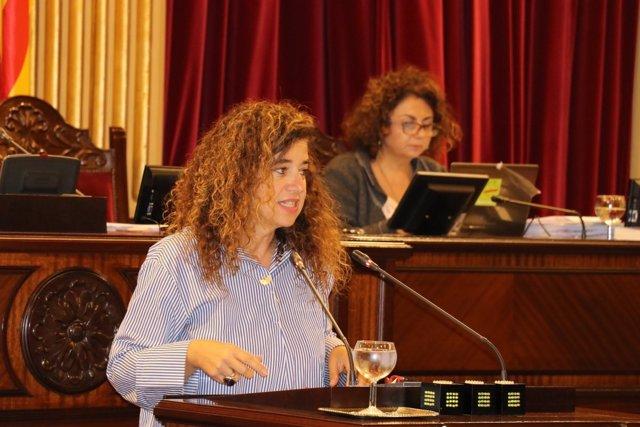 Pilar Costa en el pleno del Parlament (imagen de archivo)