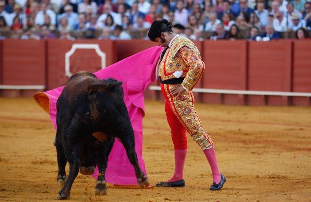 Toros en Sevilla. Feria de San Miguel. Despedida de Padilla, Morante de la Puebl