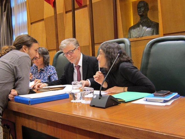 Híjar hablando con Santisteve y Giner momentos antes del pleno