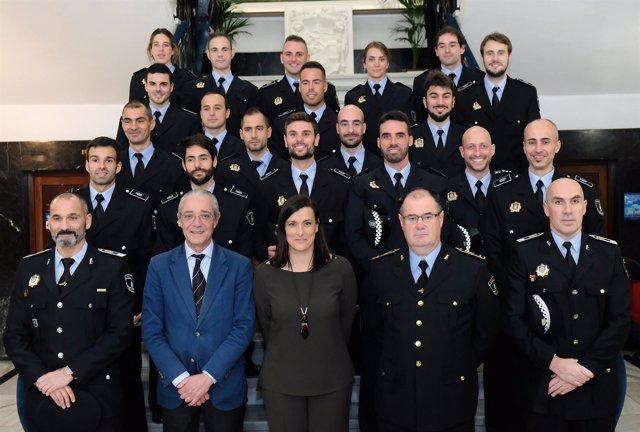 Foto familia nuevos policías locales