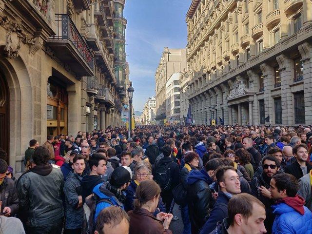 Concentración en Via Laietana contra el Consejo de Ministros