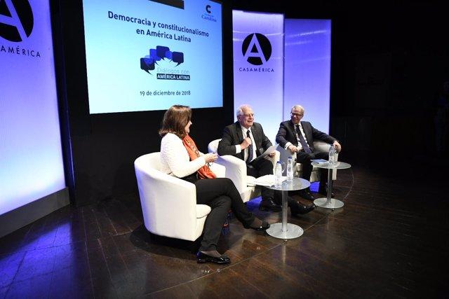 """Celebración del seminario """"Democracia y constitucionalismo en América Latina"""" en"""