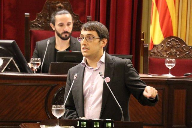 El conseller Iago Negueruela en el pleno del Parlament (imagen de archivo)