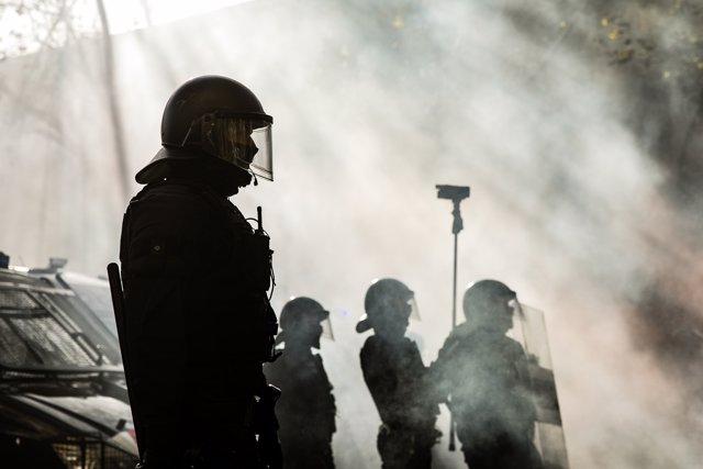 Cargas policiales en la Avenida de Drassanes en Barcelona