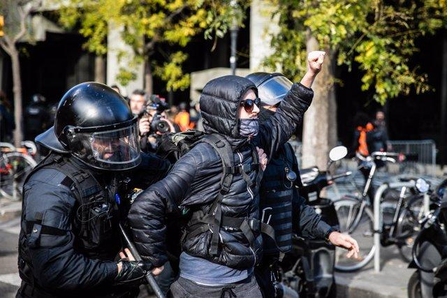 Actuación de los Mossos d'Esquadra durante las manifestaciones de Barcelona cont