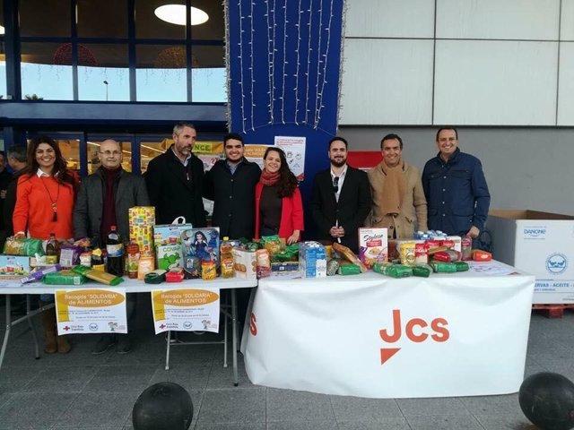 Jóvenes Ciudadanos recoge alimentos y juguetes por navidad