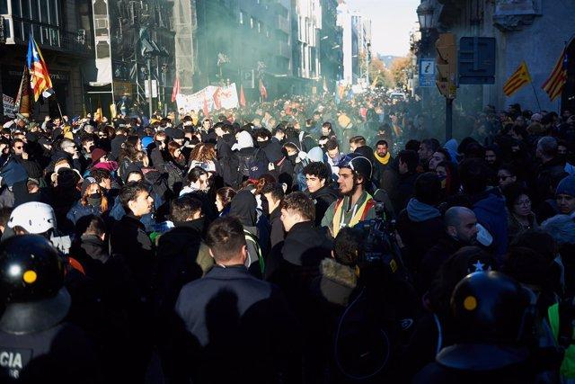Concentración de los CDR contra el Consejo de ministros en Barcelona