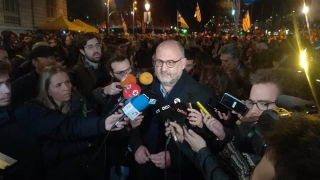 Eduard Pujol (JxCat) en la manifestación en plaza Catalunya