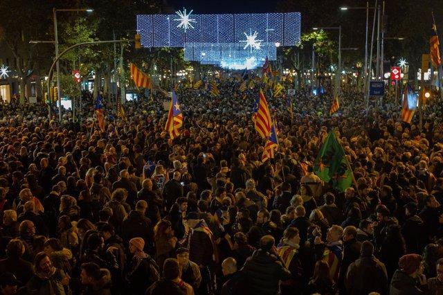 Manifestación contra el Consejo de Ministros en Barcelona 'Tumbemos al régimen'