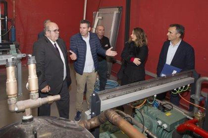 Medio Rural invierte 420.000 euros en mejorar la producción de la fábrica de hielo del puerto de Laredo