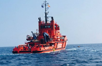 Salvamento Marítimo rescata este viernes a un total de 113 personas de dos pateras en aguas de Alborán