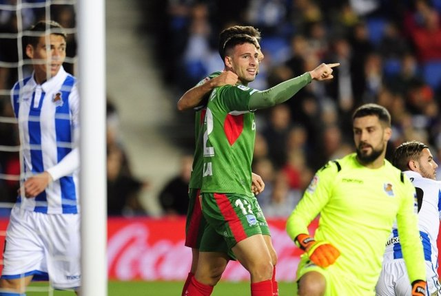 Calleri celebra un gol con el Alavés