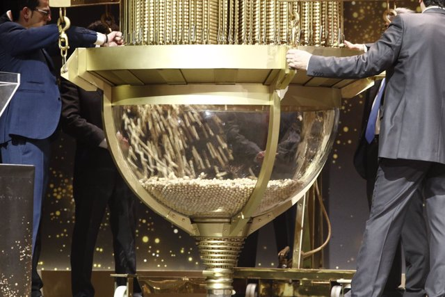 Ceremonia de bolas antes del Sorteo Extraordinario de la Lotería de Navidad