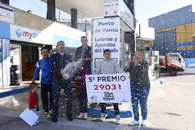 Los vendedores del quinto premio del Sorteo de Navidad de la gasolinera Tamoil
