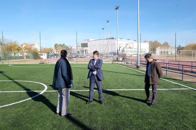 Visita de David Guevara al centro deportivo de San Jerónimo