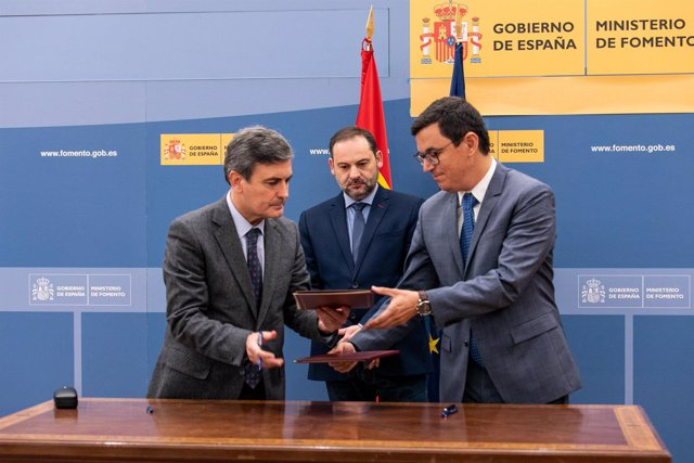 Firma del Convenio de Carreteras de Canarias