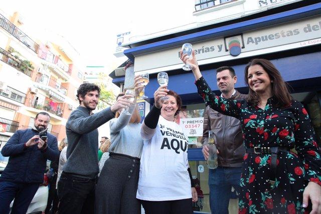 Celebran en Triana que el 'Gordo' ha dejado dos millones de euros