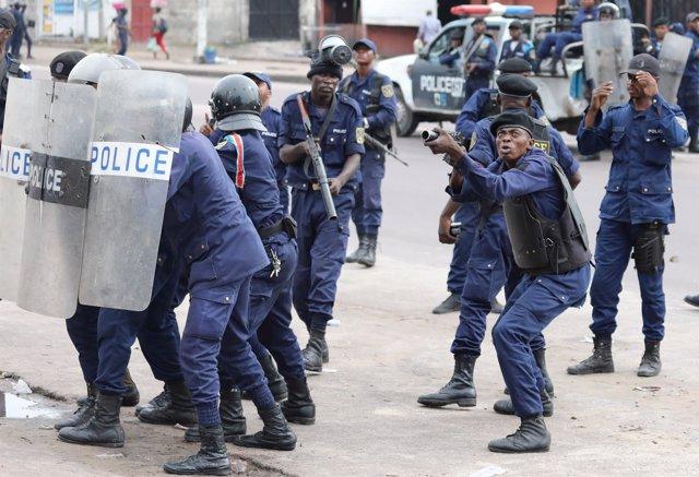 Policía durante una manifestación contra Kabila en Kinshasa