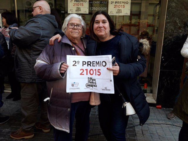 Ganadoras del segundo premio del Sorteo de Navidad en Almansa
