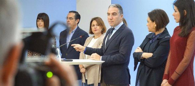 Bendodo junto a miembros del Comité de Dirección