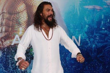 Jason Momoa celebra la llegada de Aquaman a los cines