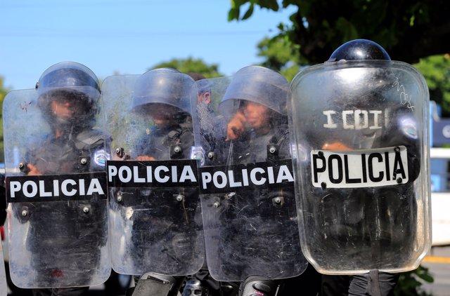 Agentes antimotines desplegados en Managua