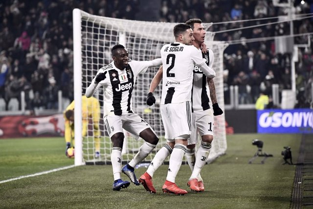 El delantero croata Mario Mandzukic celebra un gol con la Juventus