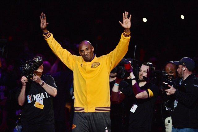 Kobe Bryant (Los Angeles Lakers) se despide del Staples Center