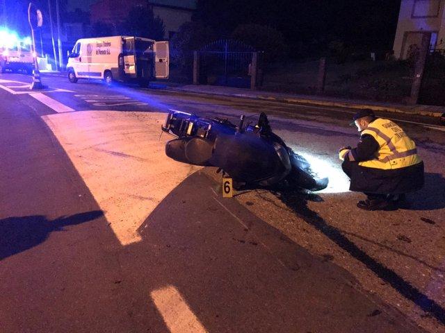 Agentes de la Guardia Civil en un accidente en Porto do Son (A Coruña)