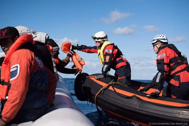 Inmigrantes rescatados por el 'Sea Watch 3' en el Mediterráneo