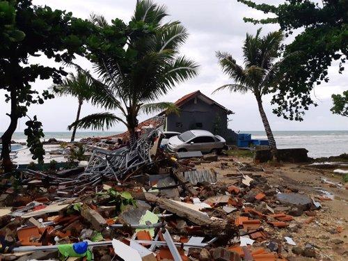 Imagen del tsunami en Indonesia
