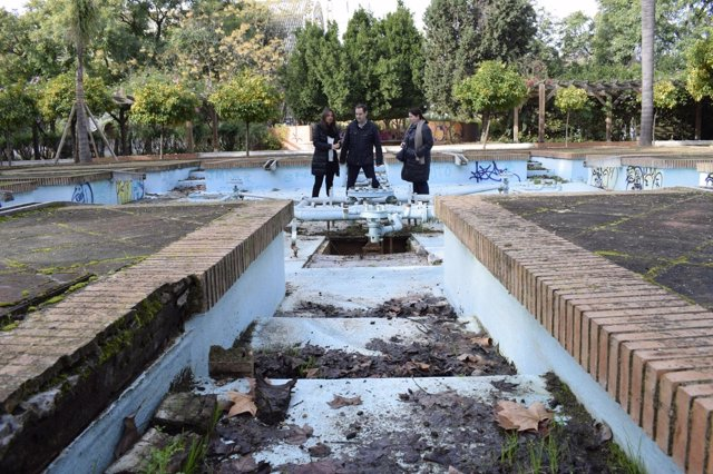 Pp sevilla critica el progresivo abandono de los for Jardines de la cartuja