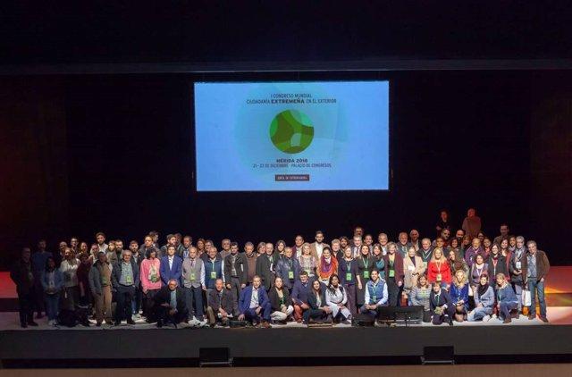 Participantes en el congreso de extremeños en el exterior