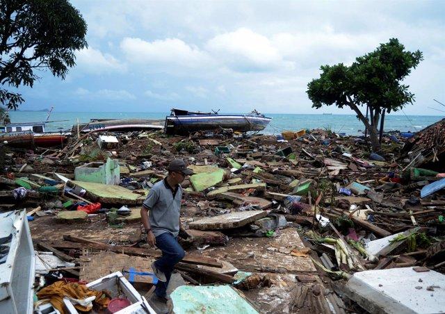 Restos tras el tsunami en el estrecho de Sunda