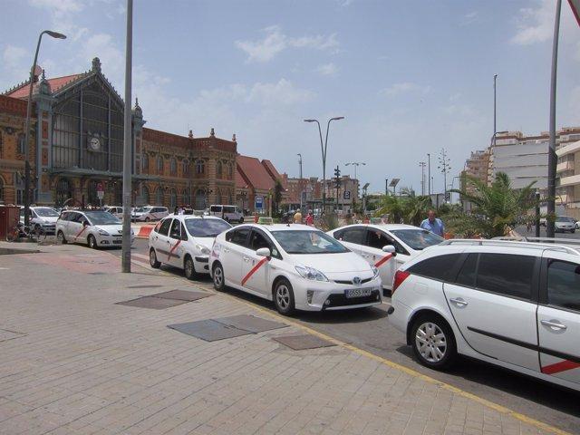 Taxis frente a la Estación Intermodal
