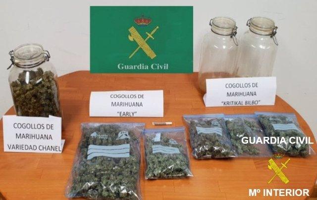Marihuana ocupada al detenido.