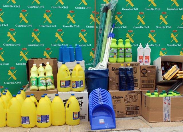 Imagen del material del limpieza donado por la Guardia Civil