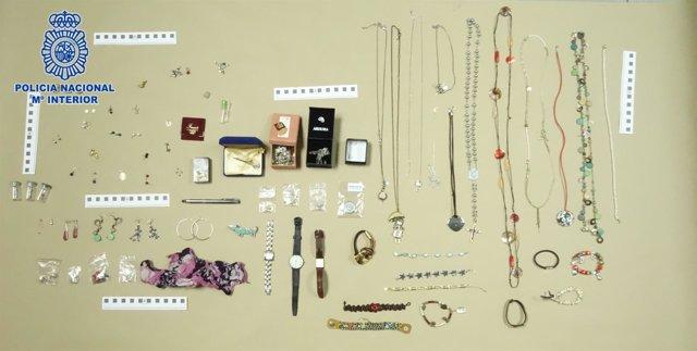 Incautación de joyas que habían sido robadas