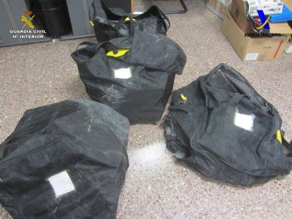 La Guardia Civil interviene en el Puerto de Barcelona cuatro mochilas con 200 kilos de cocaína